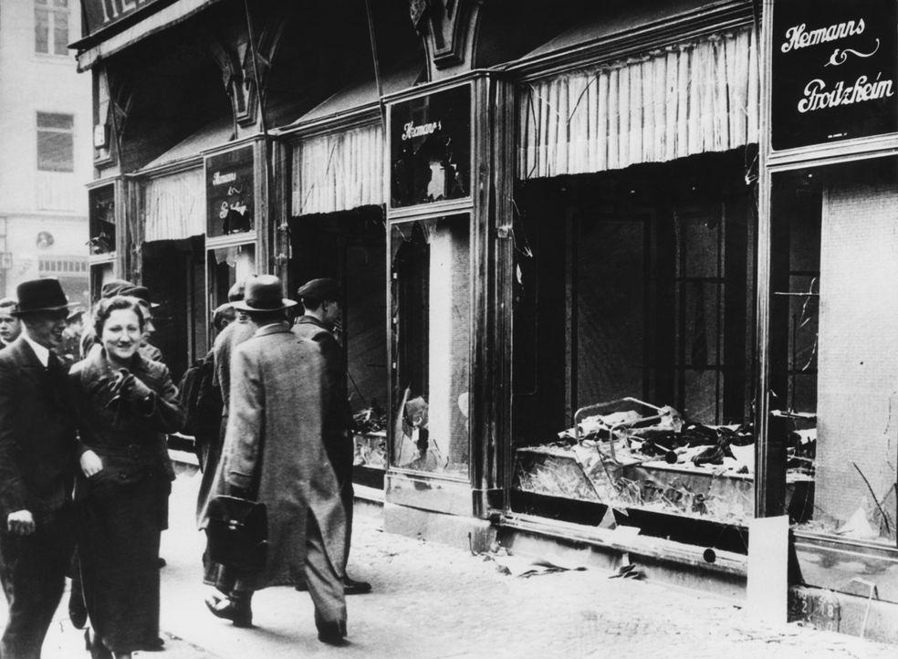 """Kanzler Hitler plant die systematische Ausrottung der """"jüdischen Rasse""""; 1935 entstehen die Nürnberger Gesetze - auch als Rassengesetze oder Arierge..."""