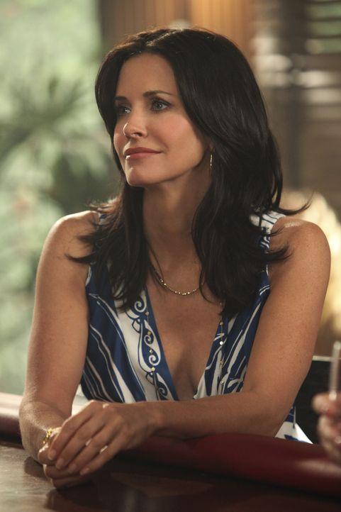 Jules (Courteney Cox) und ihre Freunde stellen fest, dass sie alle zu oft Wein trinken. Sie entscheidet sich, in Zukunft auf Alkohol zu verzichten u... - Bildquelle: 2009 ABC INC.