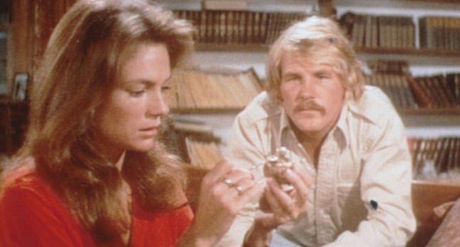 Die Tiefe - Gail (Jacqueline Bisset, l.) und David Sanders (Nick Nolte, r.) h...