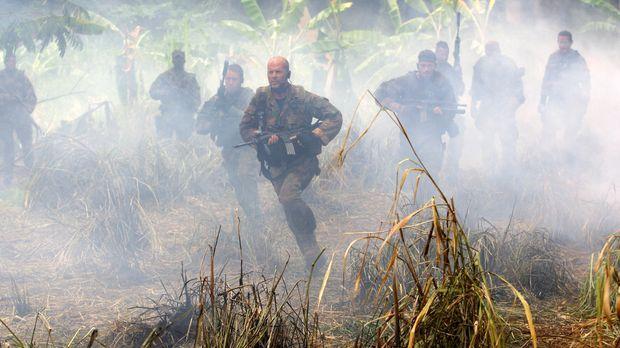 Ein Wettlauf auf Leben und Tod beginnt für Lieutenant Waters (Bruce Willis) u...
