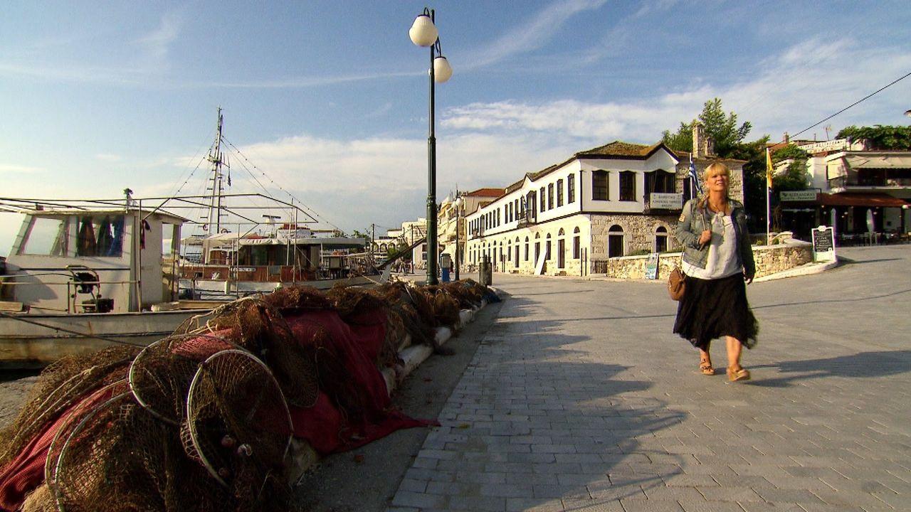 Auf der Suche nach Melanies leiblicher Mutter reist Julia Leischick (Bild) nach Bulgarien. Doch wird sie dort Glück haben, wo Melanies Adoptiveltern... - Bildquelle: SAT.1