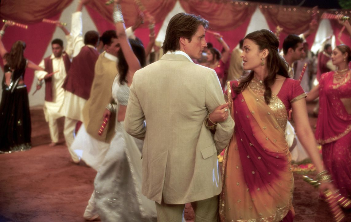 Obwohl der amerikanische Hotelbesitzer William Darcy (Martin Henderson, l.) sofort sein Herz an die zauberhafte Lalita (Aishwarya Rai, r.) verliert,... - Bildquelle: Miramax Films