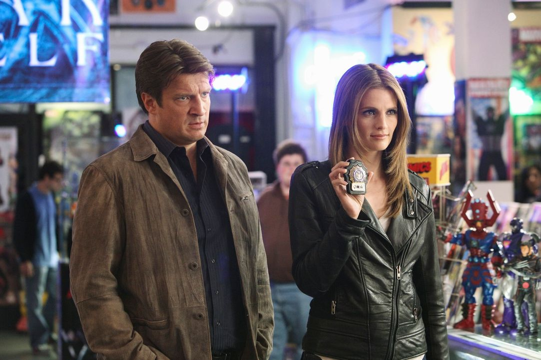 Die Spuren führen Richard Castle (Nathan Fillion, l.) und Kate Beckett (Stana Katic, r.) in eine Welt von Möchtegern-Superhelden und Comic-Freaks ..... - Bildquelle: 2011 American Broadcasting Companies, Inc. All rights reserved.