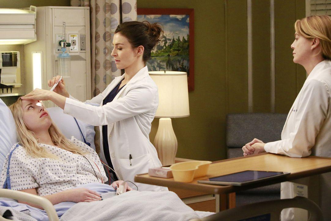 Als Katie Bryce (Skyler Shaye, l.), eine von Merediths (Ellen Pompeo, r.) ersten Patientinnen, mit einem Aneurysma ins Krankenhaus kommt, wird sie v... - Bildquelle: Mitchell Haaseth ABC Studios