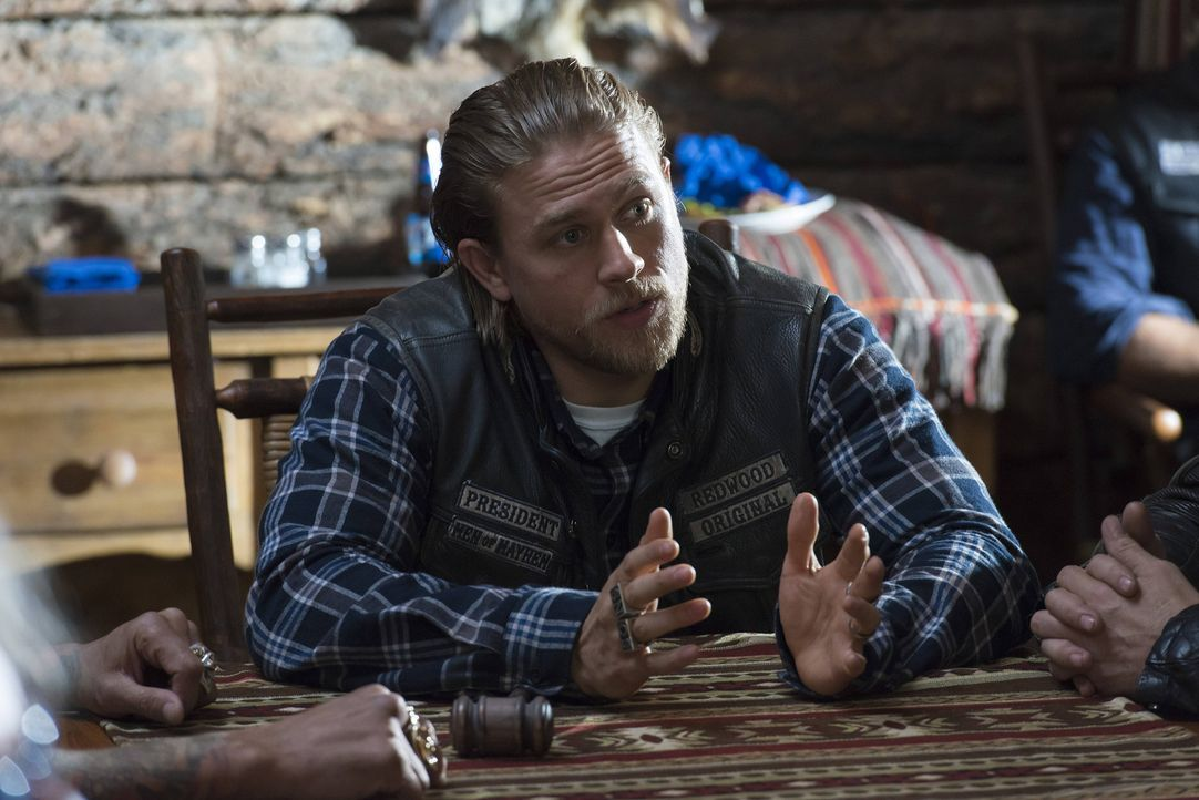 Jax (Charlie Hunnam) und die anderen Sons müssen mit den Folgen der Explosion klarkommen ... - Bildquelle: 2013 Twentieth Century Fox Film Corporation and Bluebush Productions, LLC. All rights reserved.
