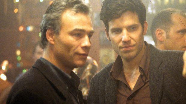 Tony Tremp (Tim Bergmann, r.) und Ulf Danner (Klaus J. Behrendt, l.) sind erf...
