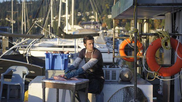 Jimmy (C.J. Thomason) ist gerade mit der Arbeit beschäftigt, als er Besuch vo...