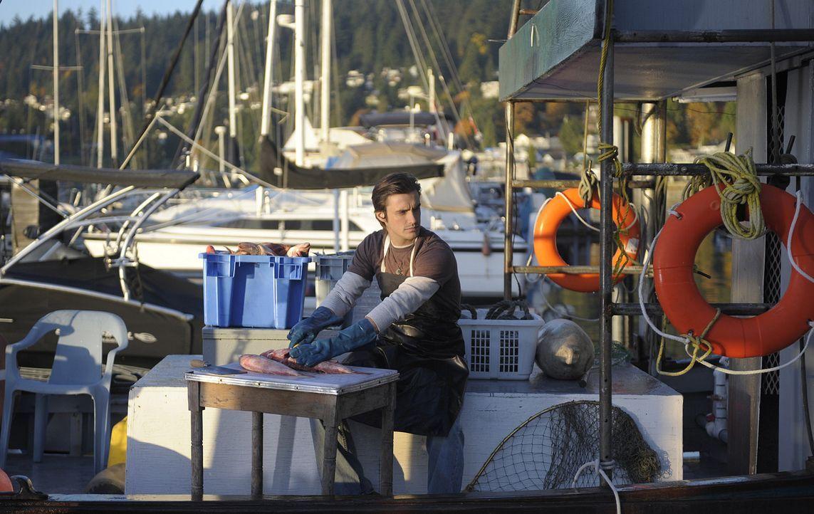 Jimmy (C.J. Thomason) ist gerade mit der Arbeit beschäftigt, als er Besuch von Abby bekommt. Sie hat erstaunliche Neuigkeiten für ihn ... - Bildquelle: 2009 CBS Studios Inc. All Rights Reserved.
