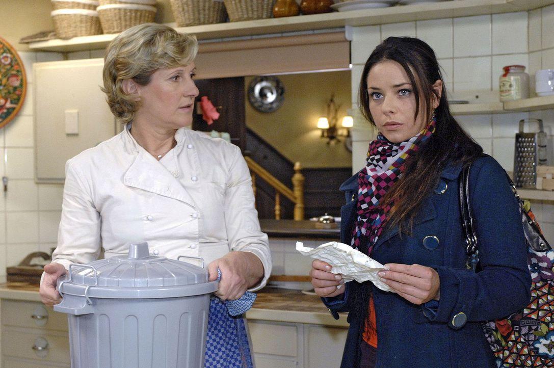 Während Susanne (Heike Jonca, l.) Paloma (Maja Maneiro, r.) viel Glück für das Casting wünscht, entdeckt Paloma, dass etwas mit Consuelas Brief nich... - Bildquelle: Oliver Ziebe Sat.1