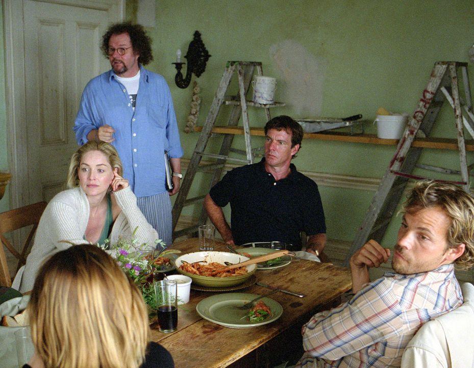 Regieanweisungen: (v.l.n.r.:) Sharon Stone, Regisseur Mike Figgis, Dennis Quaid und Stephen Dorff ... - Bildquelle: Buena Vista Pictures Distribution. All Rights Reserved.