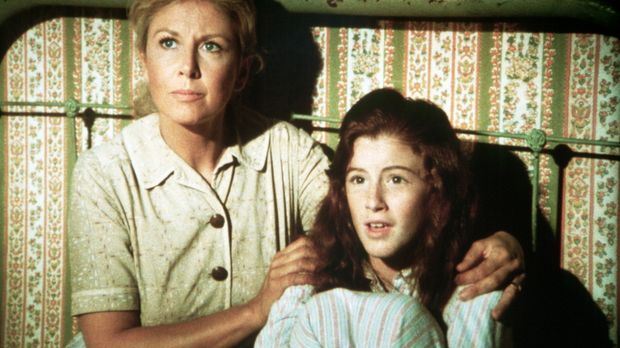 Olivia Walton (Michael Learned, l.) und Elizabeth (Kami Cotler, r.) warten au...