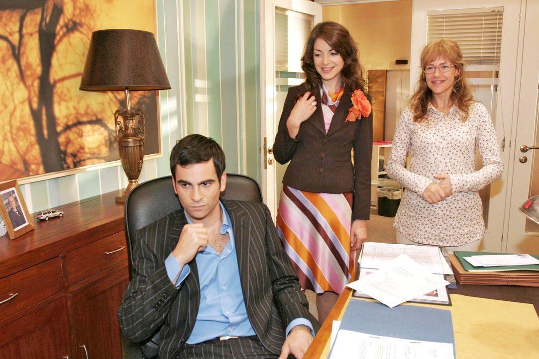 Mariella (Bianca Hein, M.) und Lisa (Alexandra Neldel, r.) gelingt es, David (Mathis Künzler, l.) zu überreden, ein weiteres Mal auf seinen Halbbrud... - Bildquelle: Noreen Flynn Sat.1