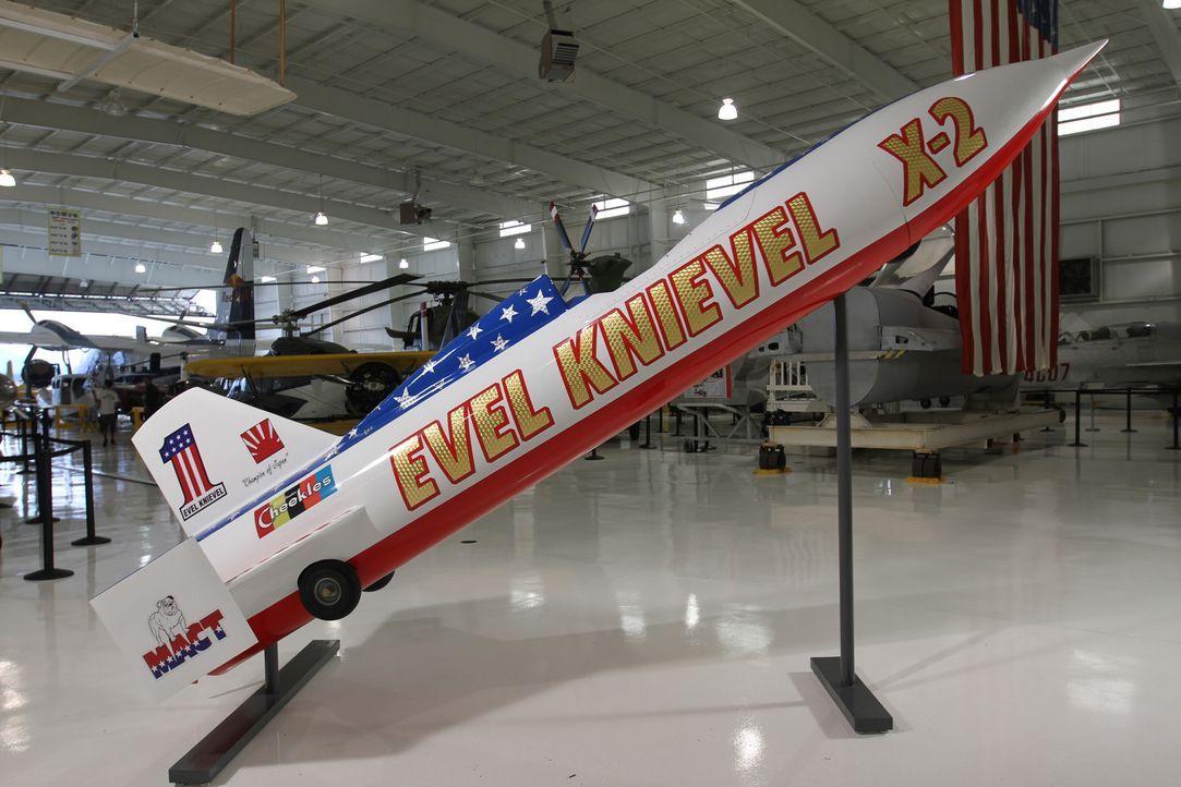 Die nachgebaute X2-Rakete des berühmt-berüchtigen US-Stuntmann Evel Knievel hat seinen Schwerpunkt auf den stromlinienförmigen Rumpf und dem minimal... - Bildquelle: 2014 A&E TELEVISION NETWORKS, LLC. ALL RIGHTS RESERVED.
