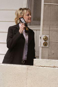 Cold Case - Laut einem anonymen Anrufer soll unter diesem Haus eine Leiche ve...