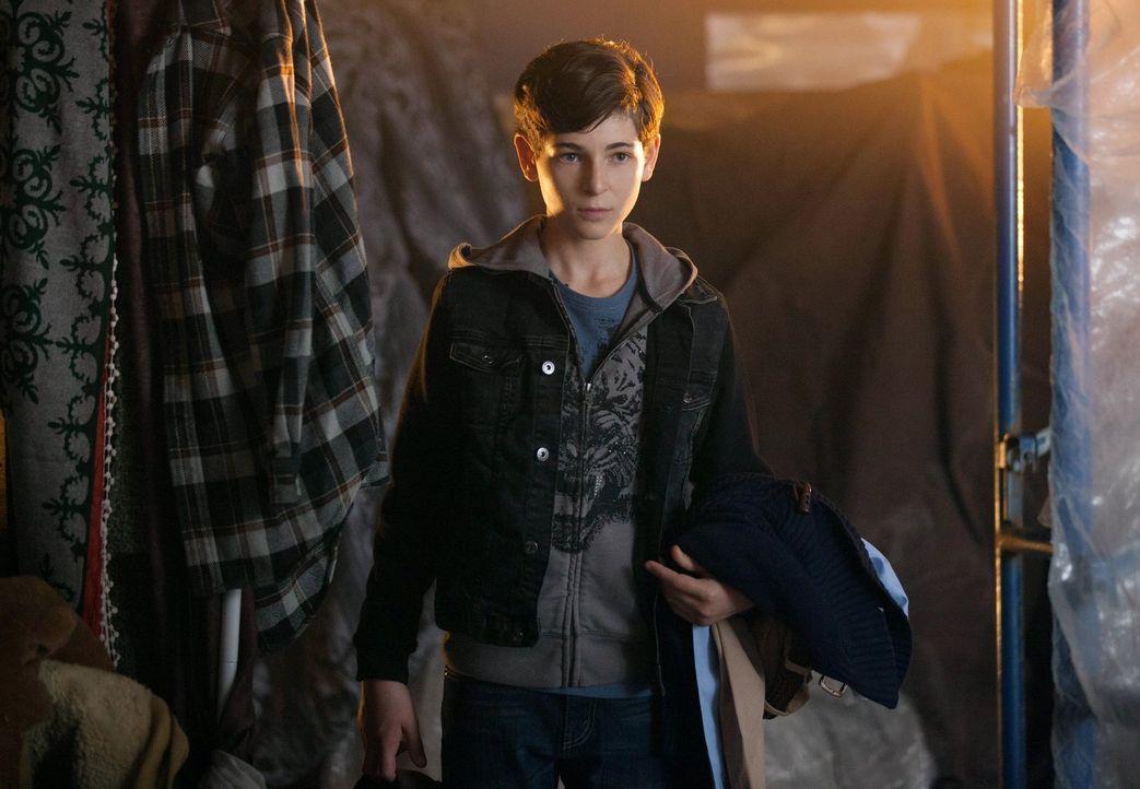 Als Auftragskiller hinter Bruce (David Mazouz) und Selina her sind, müssen sie sich im Gothamer Untergrund verstecken, während James Gordon einen fo... - Bildquelle: Warner Bros. Entertainment, Inc.