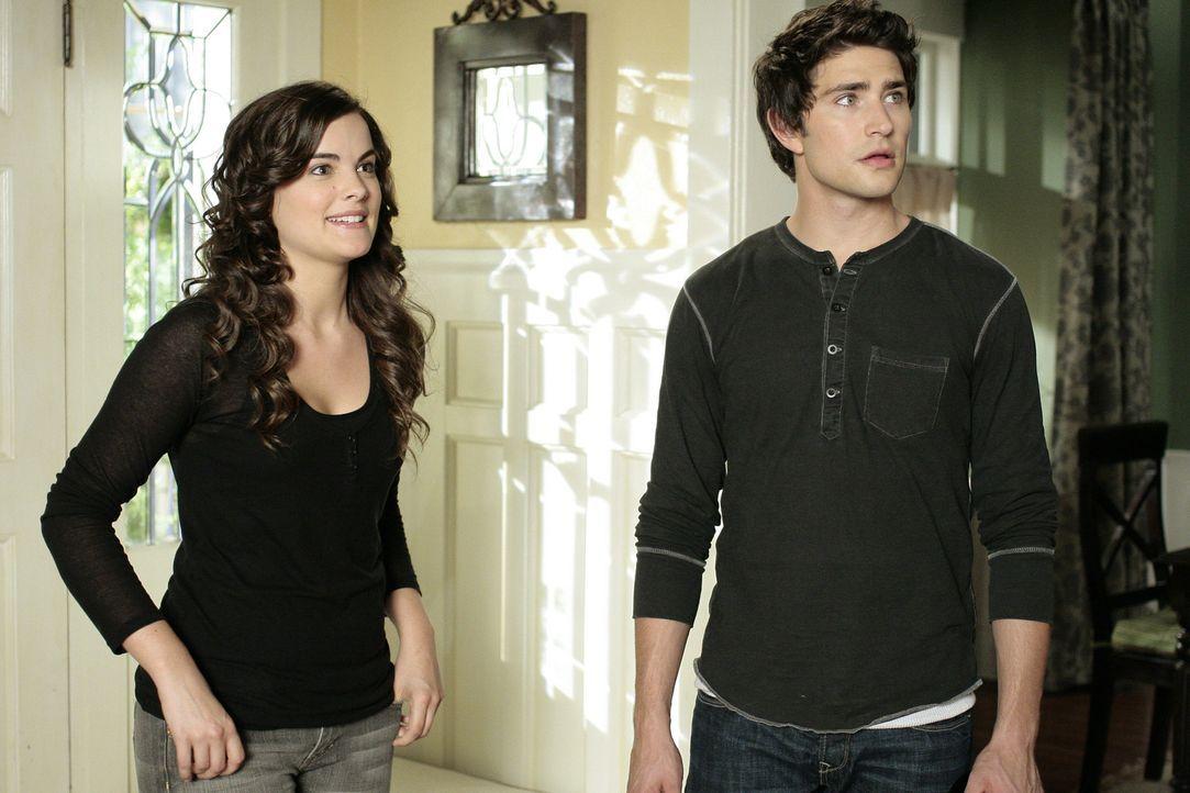 Kyle (Matt Dallas, r.) und Jessi (Jaimie Alexander, l.) gelingt es zumindest für kurze Zeit, die Sozialarbeiterin auszutricksen ... - Bildquelle: TOUCHSTONE TELEVISION