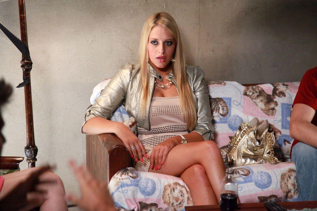 Ist irgendwie von Tessa beeindruckt: und Dalia (Carly Chaikin) ... - Bildquelle: Warner Bros. Television