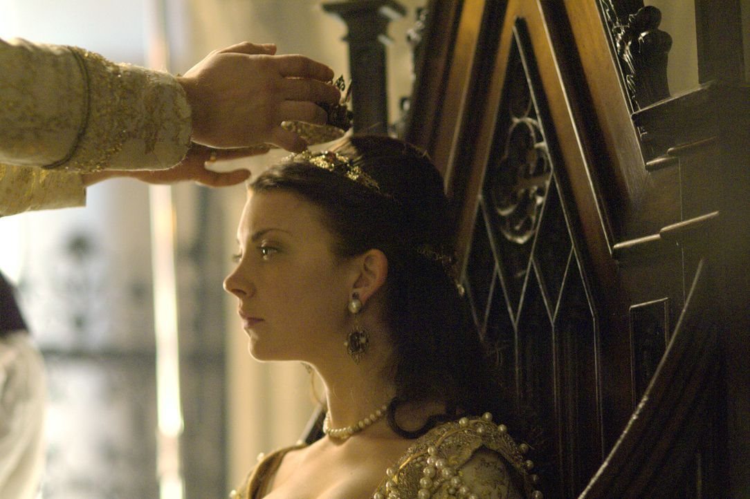 Krönung zur Königin von England: Anne Boleyn (Natalie Dormer) ... - Bildquelle: 2008 TM Productions Limited and PA Tudors II Inc. All Rights Reserved.
