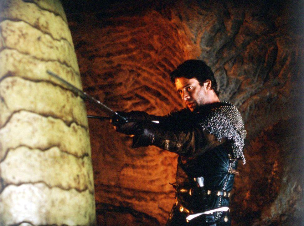 Als sich George (James Purefoy) an dem Drachenei zu schaffen macht, erfährt er die geballte Wut der Prinzessin, die den unausgeschlüpften Drachen mi... - Bildquelle: ApolloMedia