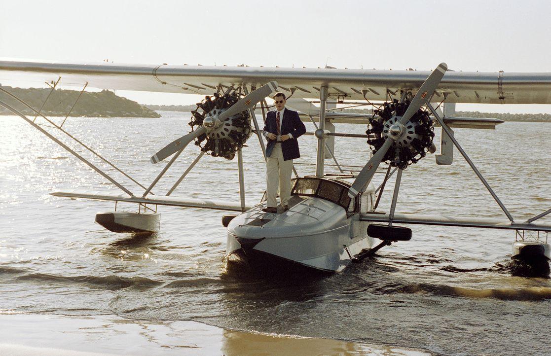 Mit seiner Fluggesellschaft TWA macht Howard Hughes (Leonardo DiCaprio) sich einen hemmungslosen Feind: den Konkurrenten PanAm, der alles daran setz... - Bildquelle: Miramax International