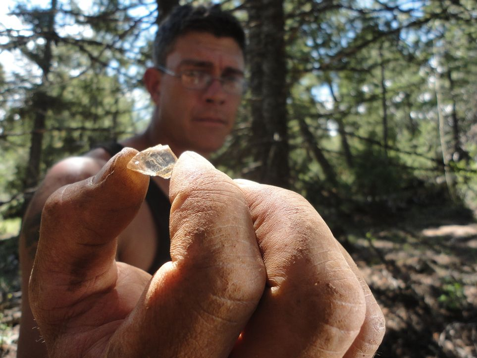 Hat Travis den Stein gefunden, mit dem er Amanda überraschen möchte ... - Bildquelle: High Noon Entertainment 2014