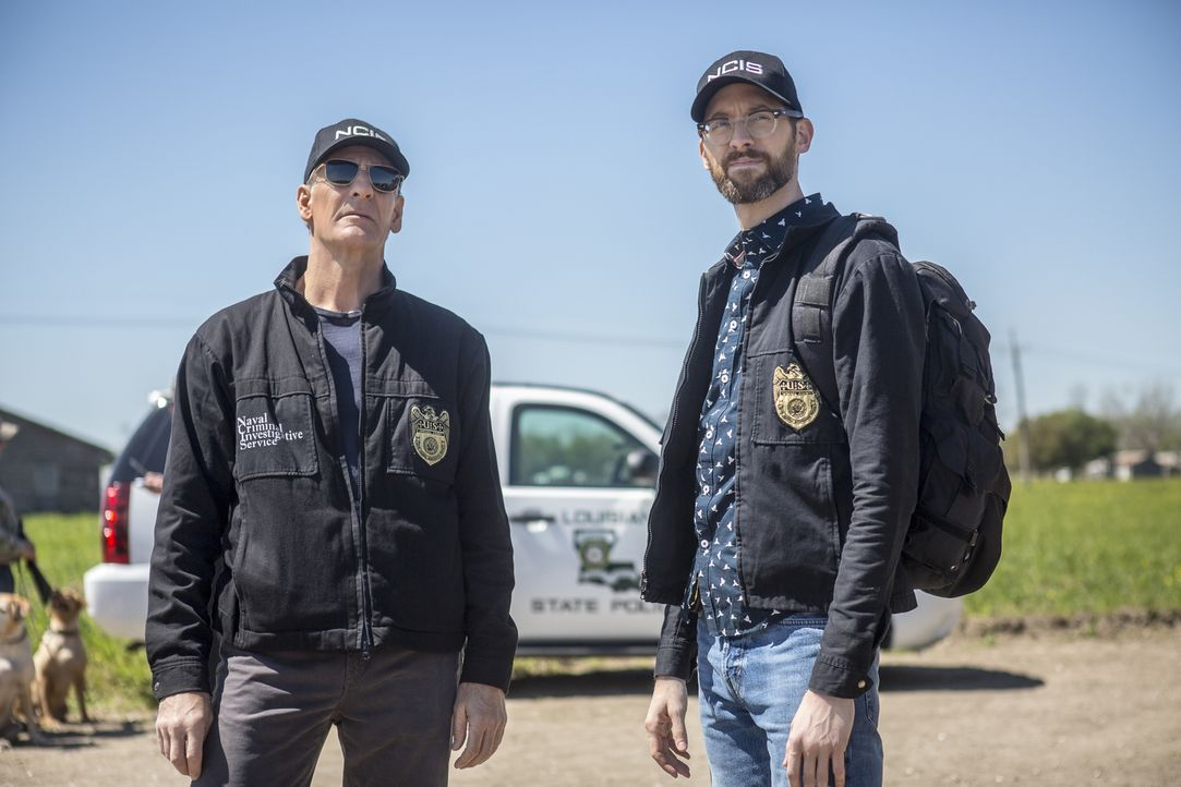 Müssen ihr eigenes Team beschützen: Dwayne Pride (Scott Bakula, l.) und Sebastian Lund (Rob Kerkovich, r.) ... - Bildquelle: Skip Bolen 2018 CBS Broadcasting, Inc. All Rights Reserved/Skip Bolen