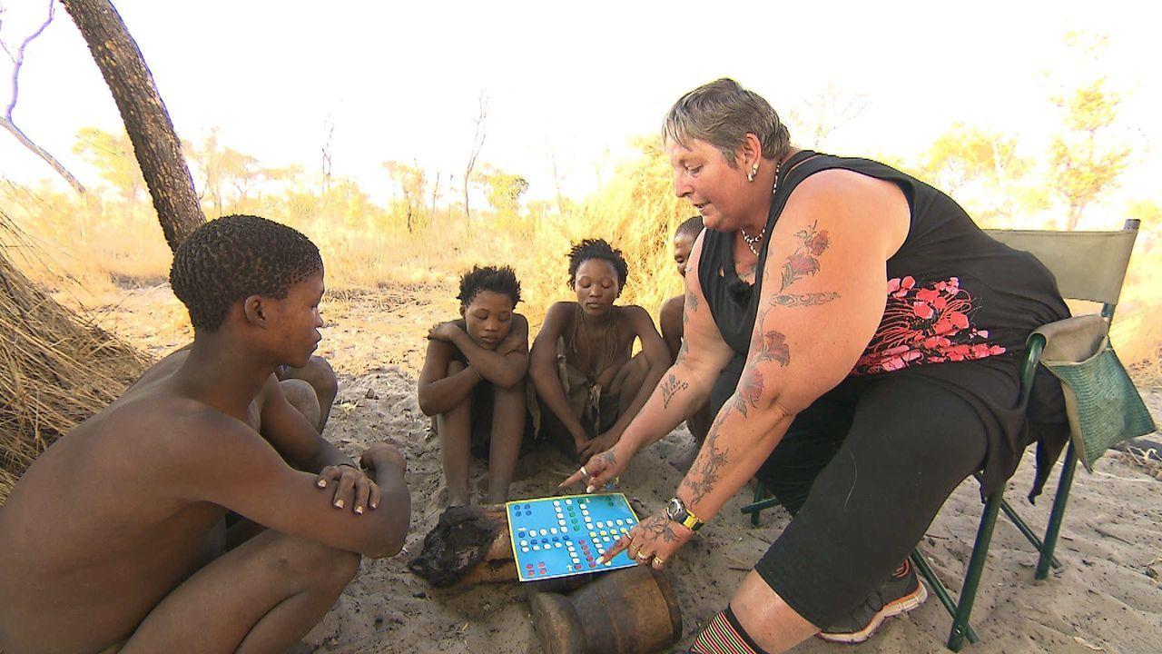 """Liane (r.) stellt sich in """"Mama International"""" einer neuen Herausforderung und reist nach Namibia, um dort eine einheimische Familie zu managen ... - Bildquelle: SAT.1"""