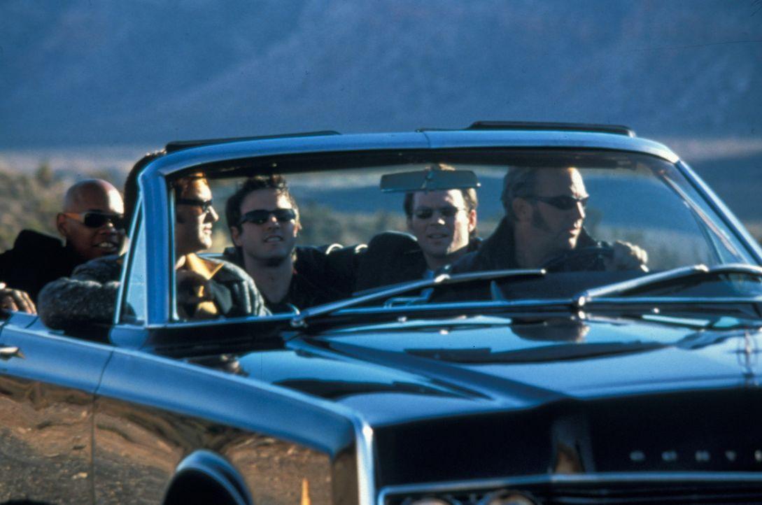 Während der Internationalen Elvis-Woche überfallen die fünf Elvis-Imitatoren (v.l.n.r.) Franklin (Bokeem Woodbine), Michael (Kurt Russell), Gus (... - Bildquelle: Francise Pictures