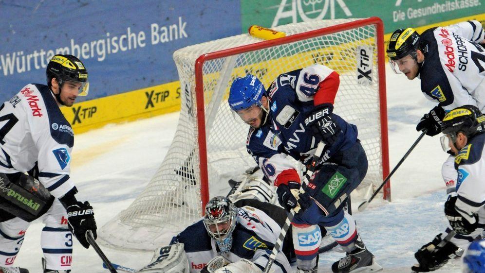 Eishockey: Adler Mannheim siegt gegen die Ice Tigers - Bildquelle: FIROFIROSID