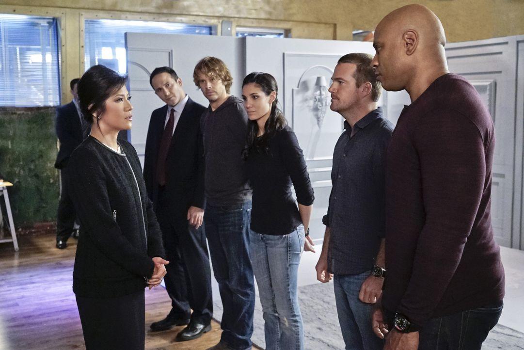 Arbeiten zusammen, um einen neuen Fall zu lösen: U.S. Ambassador Nancy Kelly (Julie Chen, l.), FBI Special Agent Brad Reese (Joe Nieves, 2.v.l.), De... - Bildquelle: CBS Studios Inc. All Rights Reserved.