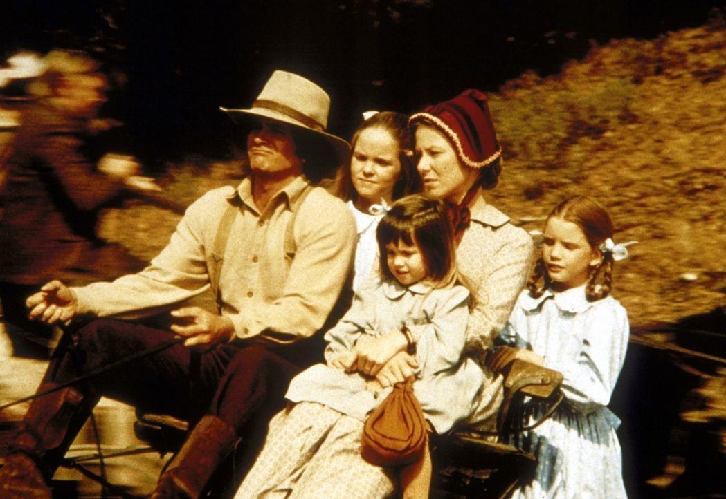 Die Familie Ingalls fährt zum Gottesdienst: (v.l.n.r.) Charles (Michael Landon), Mary (Melissa Sue Anderson), Carrie (Lindsay Sidney Greenbush), Ca... - Bildquelle: Worldvision