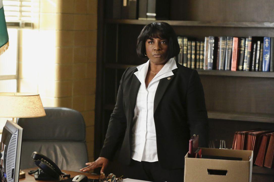 Die knallharte Carver (LaTanya Richardson Jackson) ist Dannys neuer Boss. Er steht kurz davor, ein internationales Verbrechen aufzuklären, als er mi... - Bildquelle: Patrick Harbron 2014 CBS Broadcasting Inc. All Rights Reserved.
