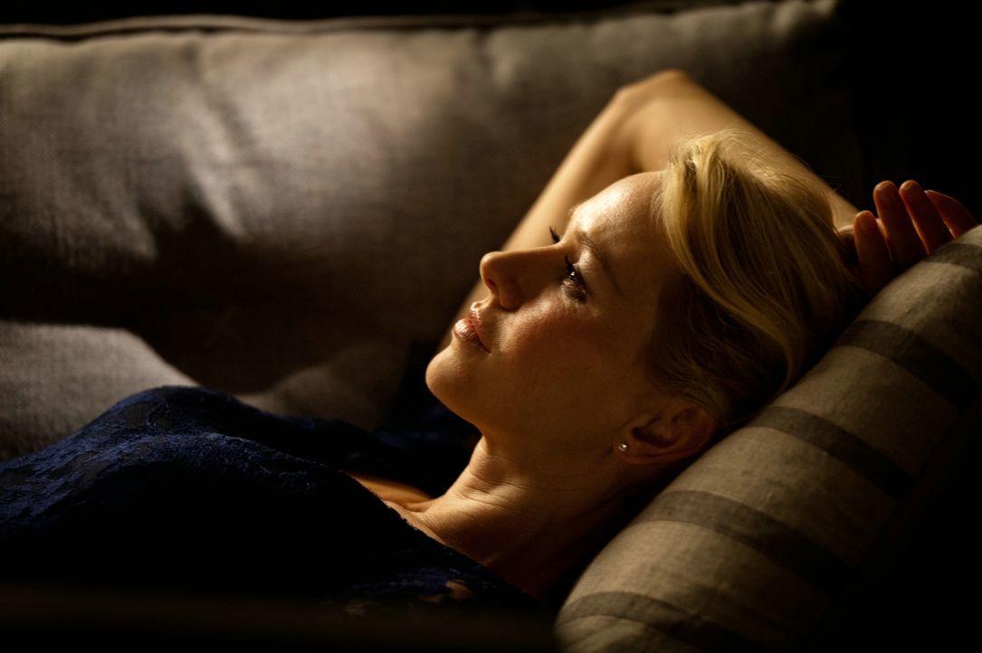 Als Tom mitbekommt, dass sein bester Kumpel mit seiner Mutter schläft, macht er sich an dessen Mutter Lil (Naomi Watts) ran. Doch aus der zaghaften... - Bildquelle: 2013 Concorde Filmverleih GmbH
