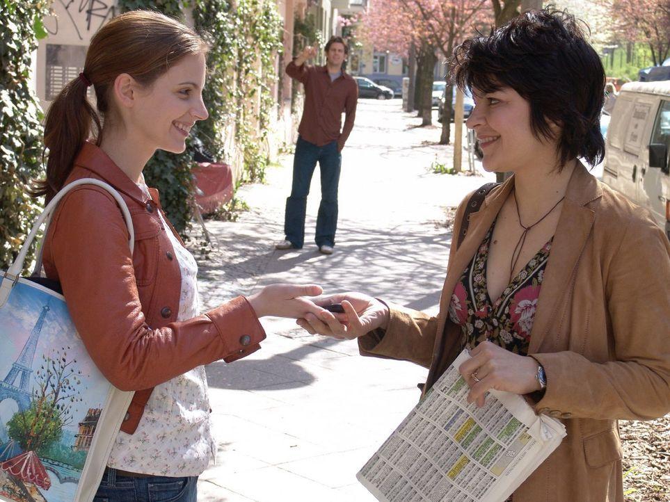 Gemeinsam mit Günes (Jasmin Tabatabai, r.) will Andrea (Marie Zielcke, l.) sich endlich selbstständig machen und einen eigenen Laden eröffnen. - Bildquelle: Sat.1