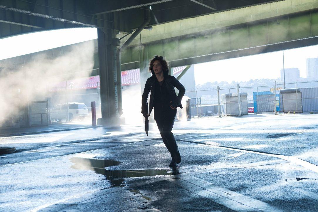 Steht Bridgit zur Seite, damit sie die Stadt verlassen kann: Selina (Camren Bicondova) ... - Bildquelle: Warner Brothers