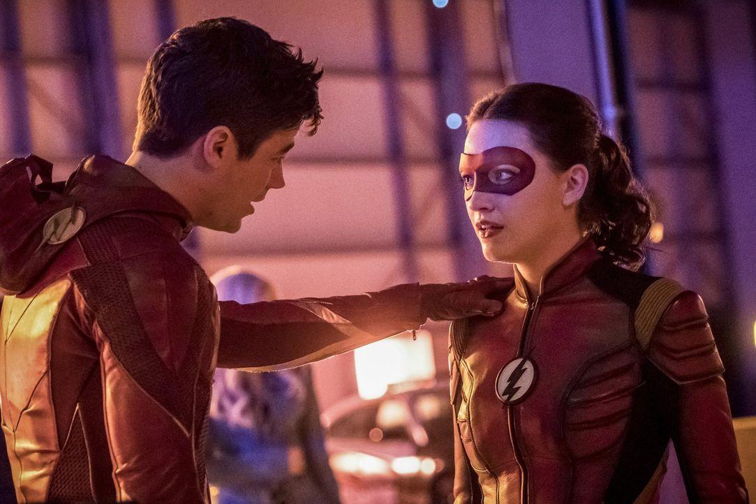 Jesse alias Jesse Quick (Violett Beane, r.) kommt nach Central City, um mit ihrem Vater zu sprechen. Doch dann braucht Team Flash ihre Hilfe, um ein... - Bildquelle: 2017 Warner Bros.