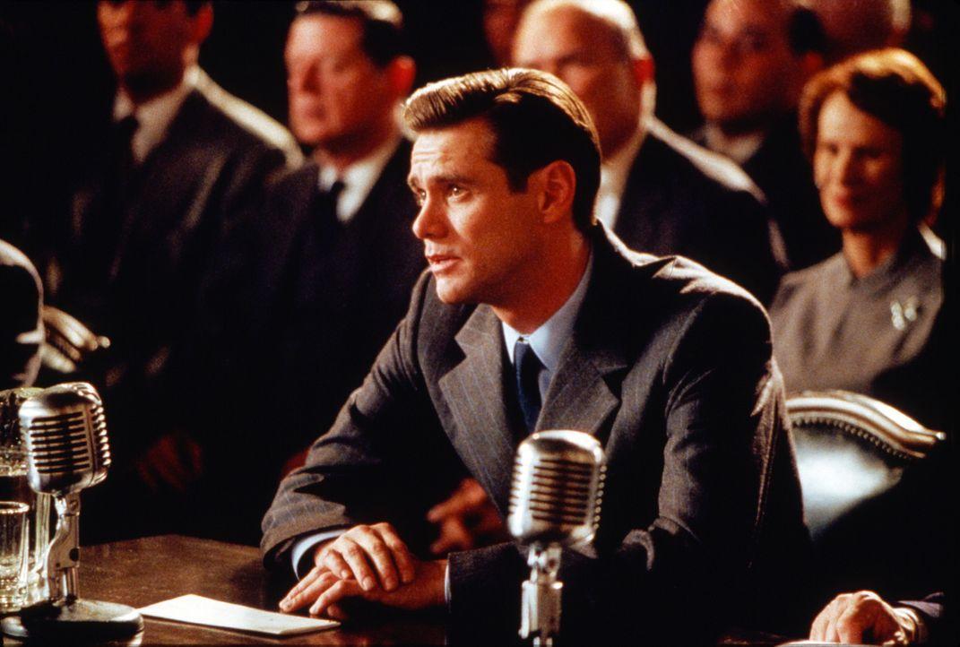 Peter Appelton (Jim Carrey) hat es geschafft: der erste Film des Drehbuchautors läuft in den Kinos. Da gerät er ins Visier von Kommunistenjäger M... - Bildquelle: Warner Bros. Pictures
