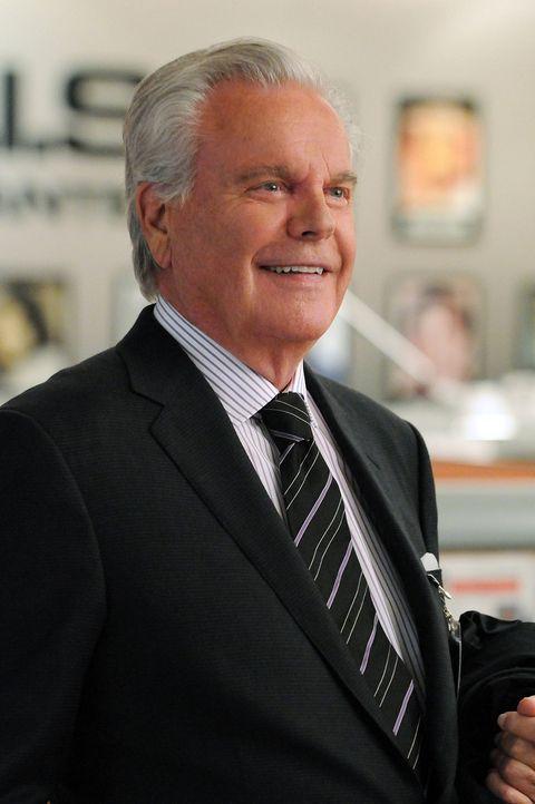 Steht dem Team bei den Ermittlungen in einem neuen Fall bei: Tony Senior (Robert Wagner) ... - Bildquelle: CBS Television
