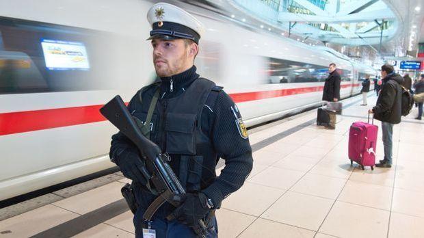 Bahnhof_polizei