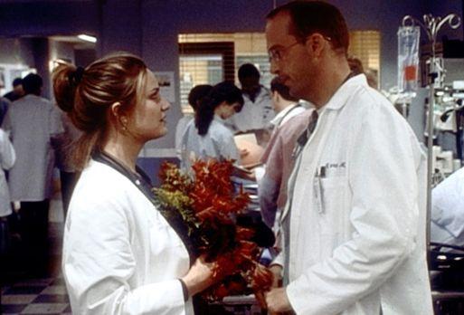 Emergency Room - Die Notaufnahme - Erst als Dr. Lewis (Sherry Stringfield, l....