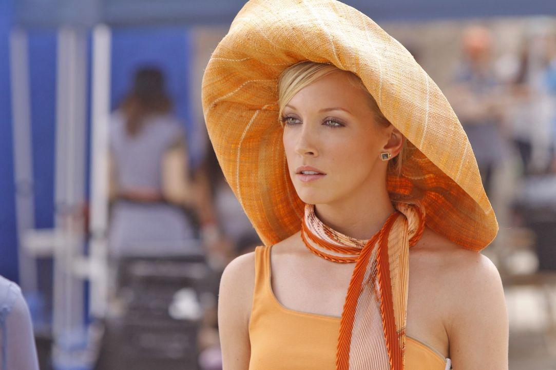 Wo bleibt nur das Model? Ella (Katie Cassidy) versucht das Team zu beschwichtigen.... - Bildquelle: 2009 The CW Network, LLC. All rights reserved.