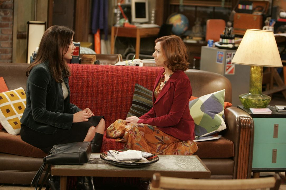 Haben wie immer viel zu bereden: Die Freundinnen Lily (Alyson Hannigan, r.) und Robin (Cobie Smulders, l.) ... - Bildquelle: 20th Century Fox International Television