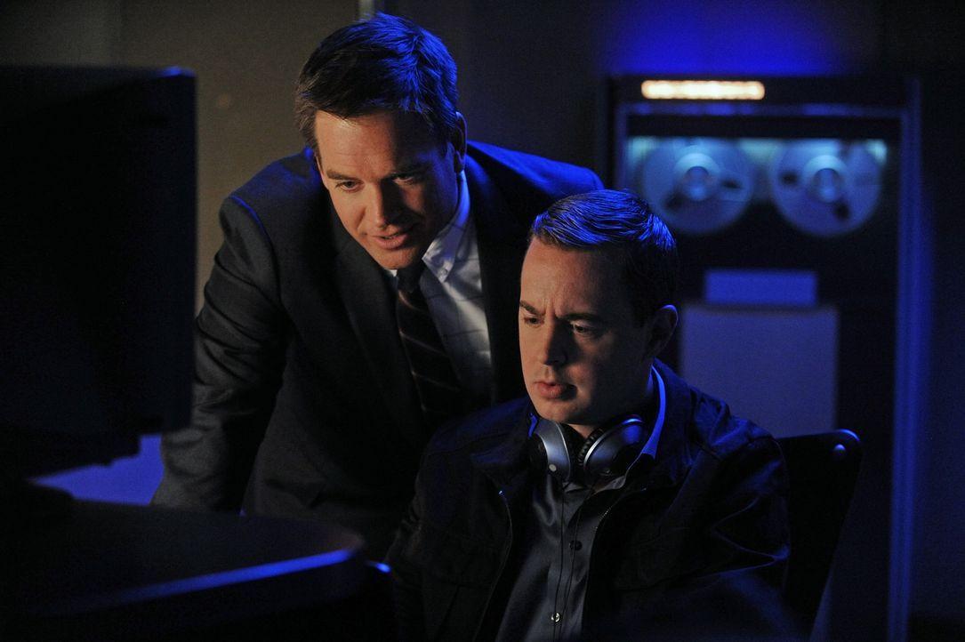 Während Gibbs mit seinem Vater unterwegs ist, geraten Tony (Michael Weatherly, l.) und McGee (Sean Murray, r.) in Streit, wer fortan die Ermittlunge... - Bildquelle: CBS Television