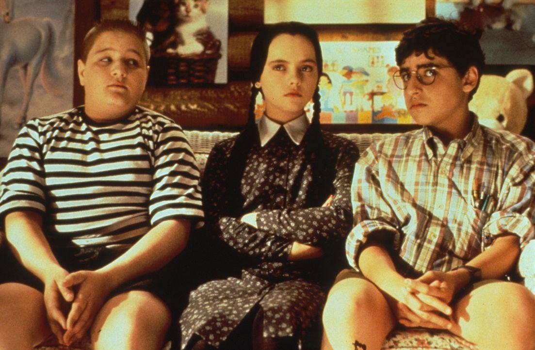 Eine schreckliche Beobachtung: Wednesday (Christina Ricci, M.) und Addams (Jimmy Workman, l.) kommen hinter Debbies grausame Pläne ... - Bildquelle: Paramount Pictures
