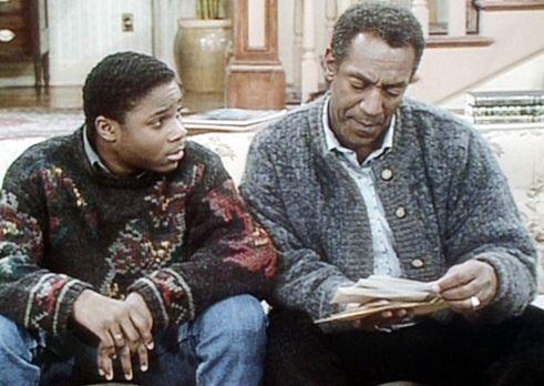 Bill Cosby Show - Cliff (Bill Cosby, r.) weist Theo (Malcolm-Jamal Warner, l....