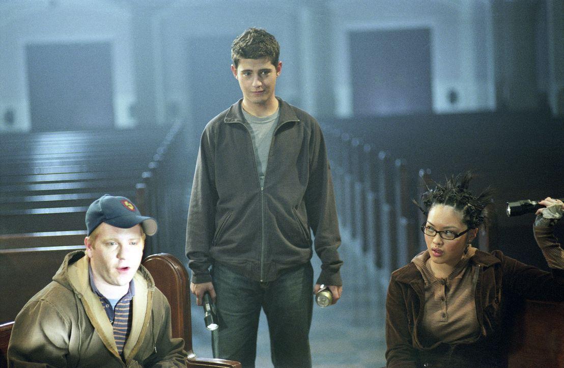"""Noch ahnen die """"Liar's Club""""-Mitglieder (v.l.n.r.): Graham (Ethan Cohn), Owen (Julian Morris) und Regina (Kristy Wu), nicht, dass ihr erfundener Mör... - Bildquelle: Square One Entertainment"""