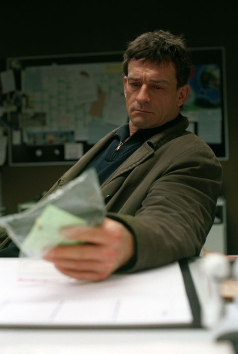 Steiner (Thomas Sarbacher) hofft, mit einem neuen Recherche-Ergebnis den Täter in die Enge zu treiben. - Bildquelle: Thomas Kost Sat.1