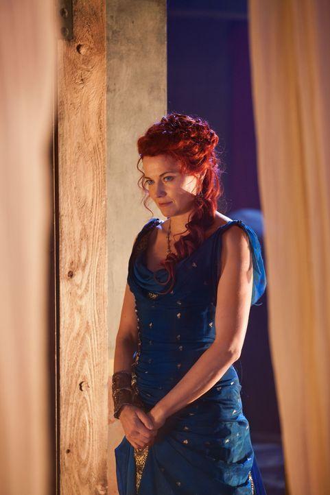 Als Lucretia (Lucy Lawless) erkennt, dass dem Praetor völlig egal ist, was aus Ilithyia wird, packt die verzweifelt Frau ein wichtiges Beweisstück... - Bildquelle: 2011 Starz Entertainment, LLC. All rights reserved.