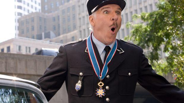 Inspektor Jacques Clouseau (Steve Martin) stößt bei seiner Suche nach dem ges...