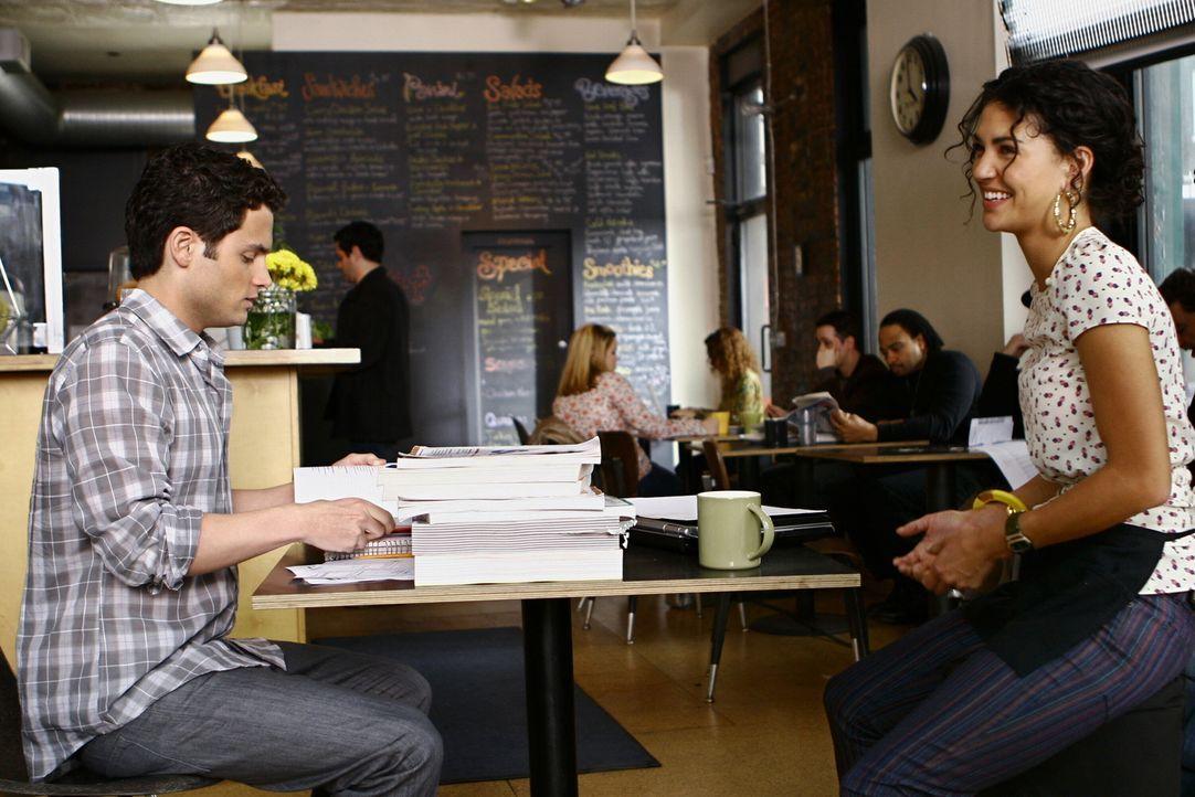 Nate gibt Dan (Penn Badgley, l.) und Vanessa (Jessica Szohr, r.) einige seiner SAT-Lernbücher. Doch Vanessa ist ganz und garnicht angetan von dem r... - Bildquelle: Warner Bros. Television